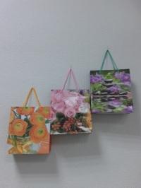 Подарочный пакет- картон (цветы ассорти) 16*18  квадрат